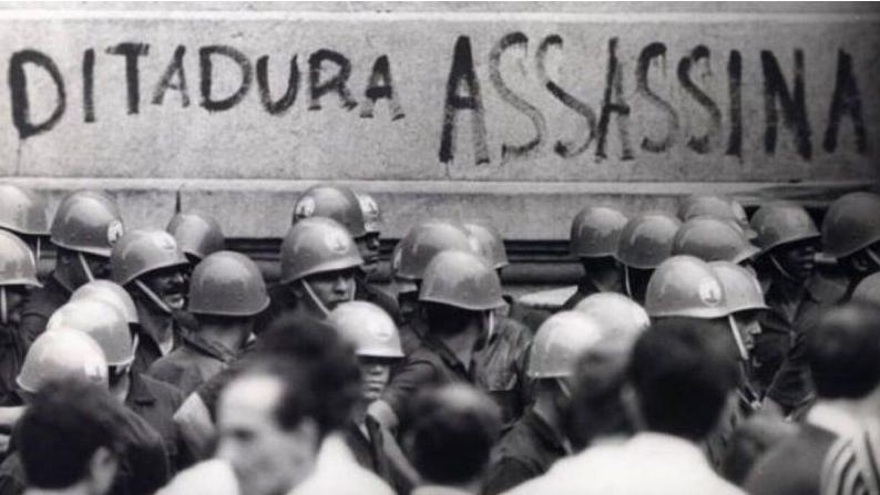 NOTAS DE UM TEMPO SILENCIADO: HQ DENUNCIA GOLPE DE 64